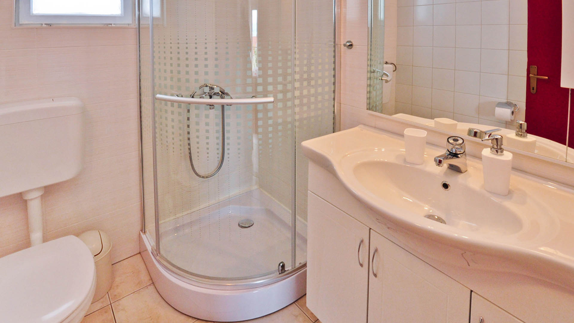 Omiš apartmani zorka deluxe apartman dnevni kupaonica i wc