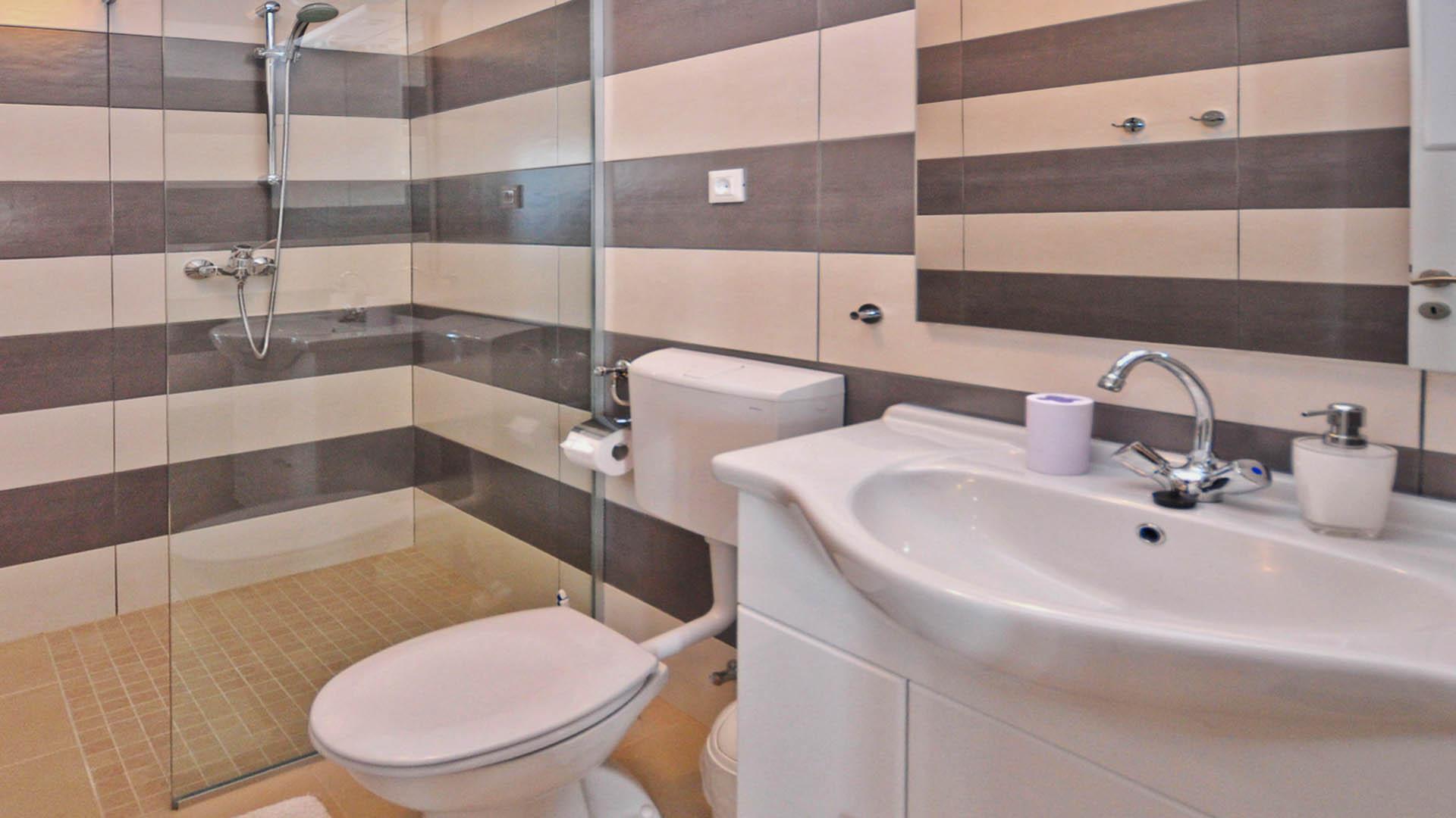 Omiš rezidencijalni apartman kupaonica i wc