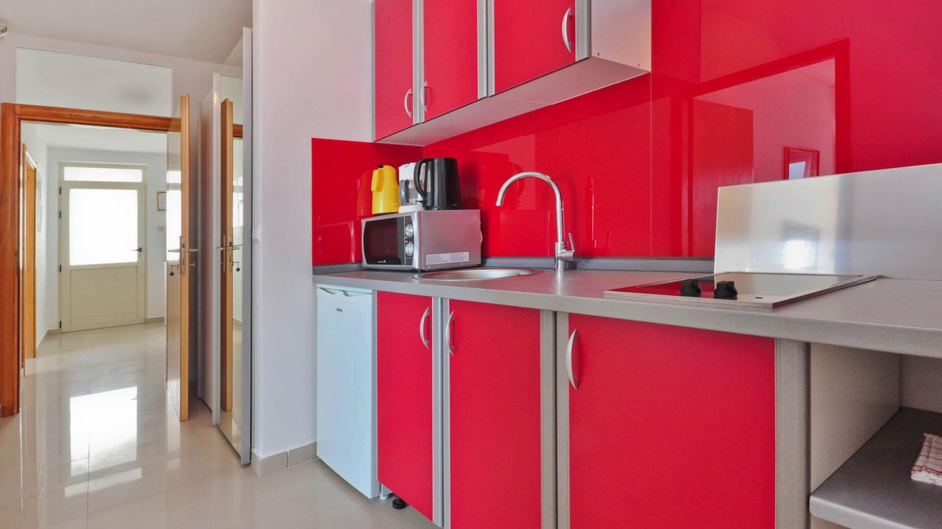 Omiš studio apartman kuhinja